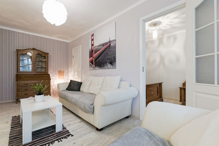 Light, cozy apartement,7 min with tram to Old City
