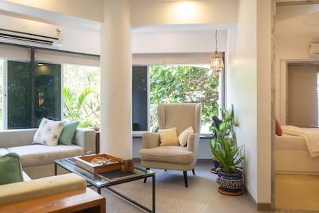 Charming Studio Apt in Bandra