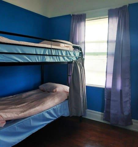 Friendshouse Room 6