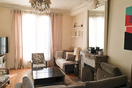 Modern 2 bedrooms apartment near center of Paris - Apartment