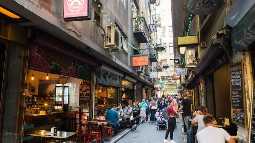 Buzzing Degraves Street