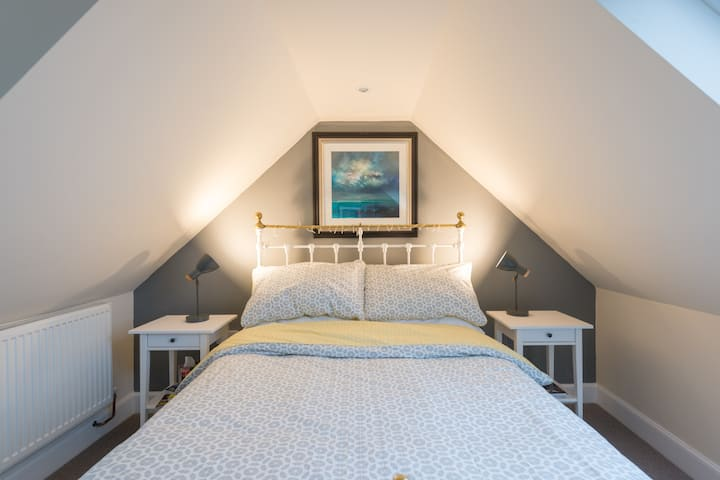 Lovely double bedroom with Cathedral views