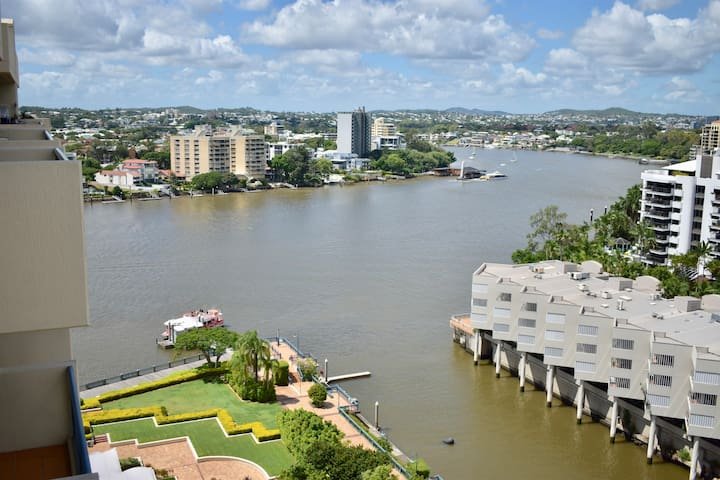 Kangaroo Point Penthouse Level-Sublime River View