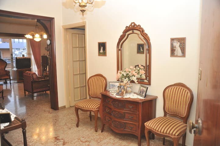 Sunny apartment with 2 bedrooms - Galatsi - Apartment