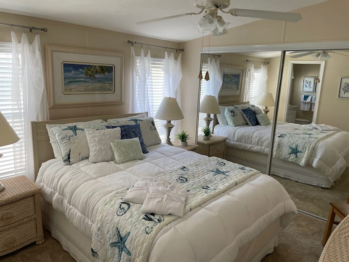 Starfish Cottage - Reimagined Florida Rental