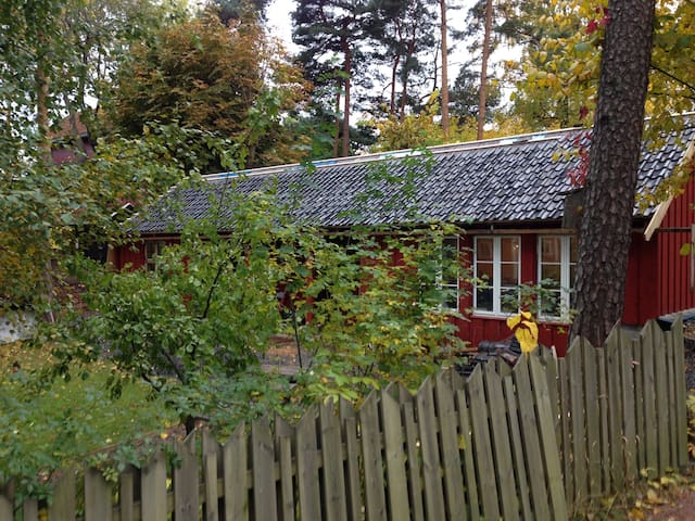 Little house near Viking ship museum - Oslo - House