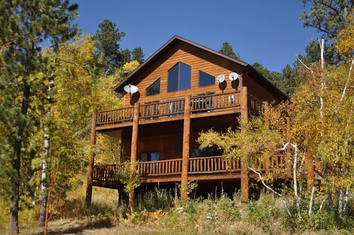 Westwinds Lodge - Private hot tub and Breathtaking views of the Black Hills!