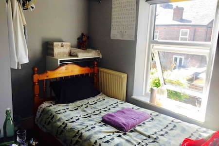 Simple Single Room -W. Didsbury- Close to Airport