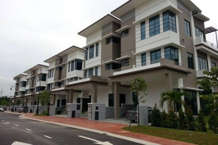 Luxury style home - Shah Alam - Maison