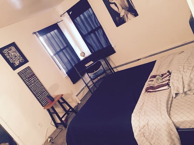 Large room w/Desk 10min to JFK & Green Acres Mall - Queens - Rumah