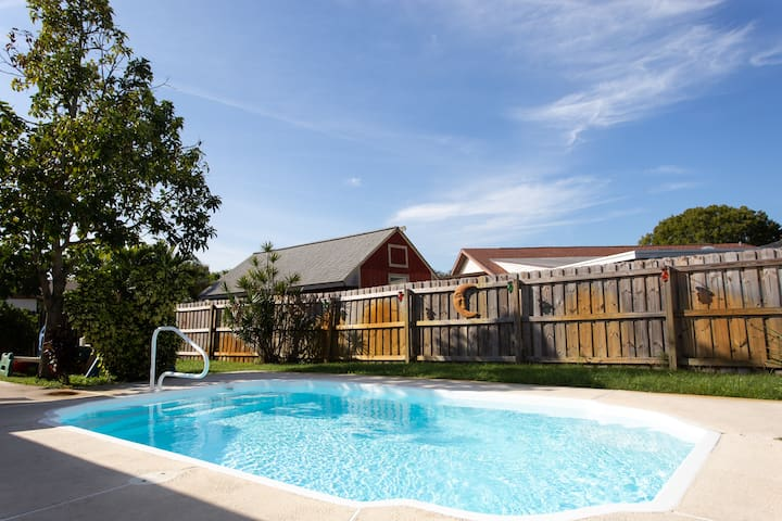 AMAZING HEATED POOL HOME in Largo *Close to Beach