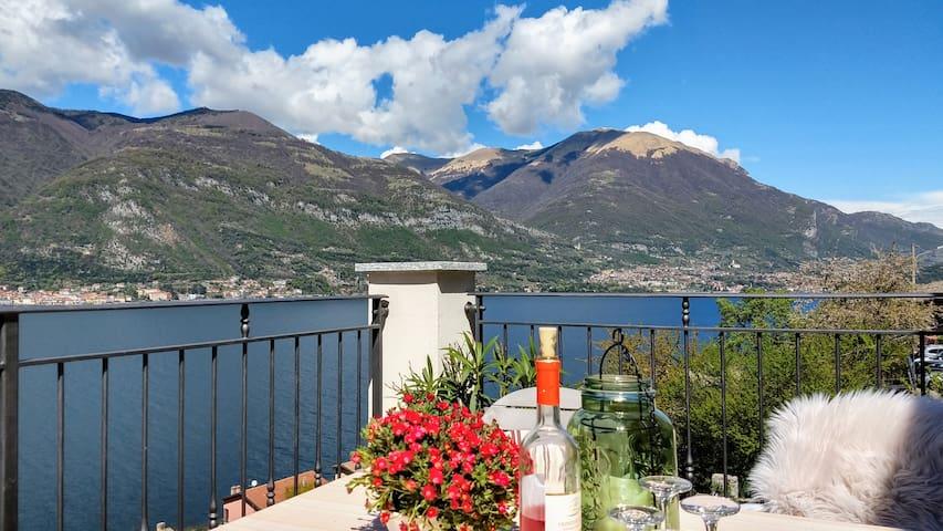 Wonderful apartment with panoramic views Lake Como