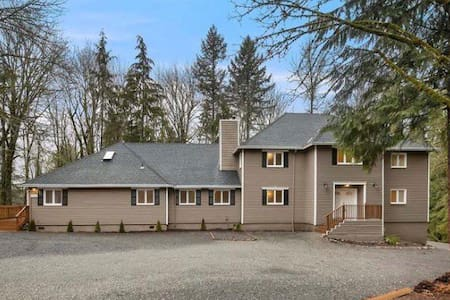 Beautiful Home: enjoy Nature 10 mins from downtown