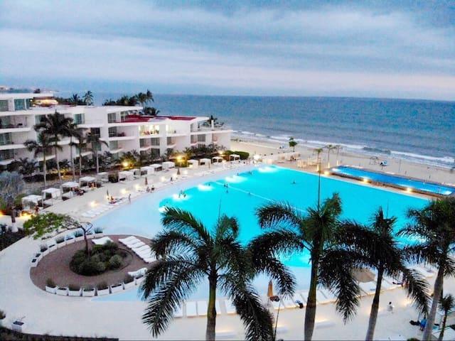 * Frente al Mar, la mejor Playa de Nuevo Vallarta