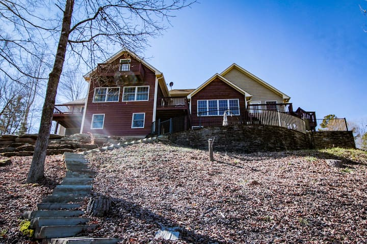 Sunsets and Siestas - Beautiful Lake Keowee Home
