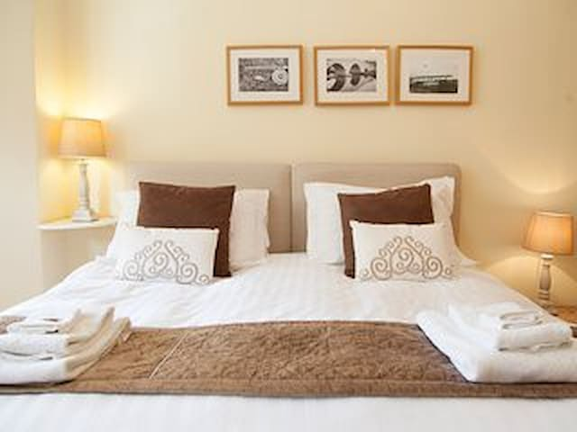 Luxury Alnmouth Townhouse by the beach - sleeps 14 - Alnmouth - Stadswoning