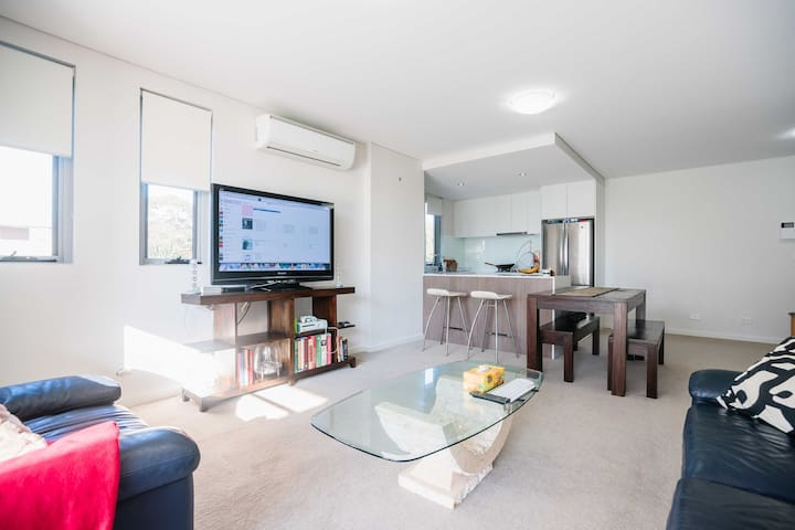 2 Bed, 2 Bath, 1 Car Modern apartment - Turramurra