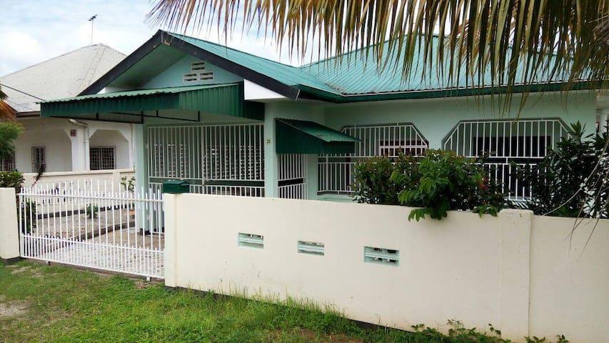 Huize Jelano ( Paramaribo, Villapark Uitvlugt II)