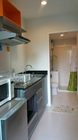 Full kitchen and bathroom