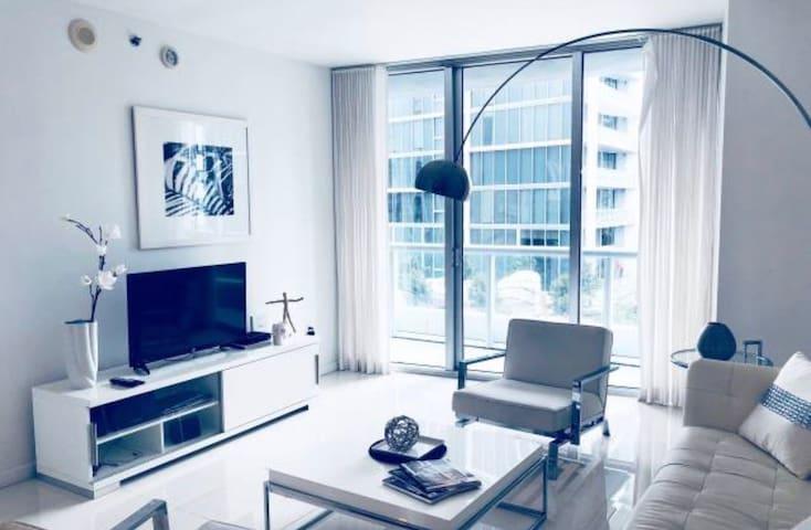 Stunning condo at the prestigious Icon Brickell