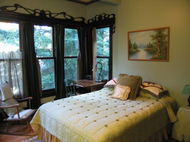 Bellaterra B&B Woodland Room