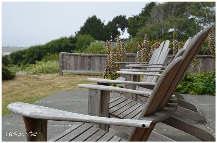 The Whales Tale Cabin w/ Fab Ocean & River Views - McKinleyville - Mökki