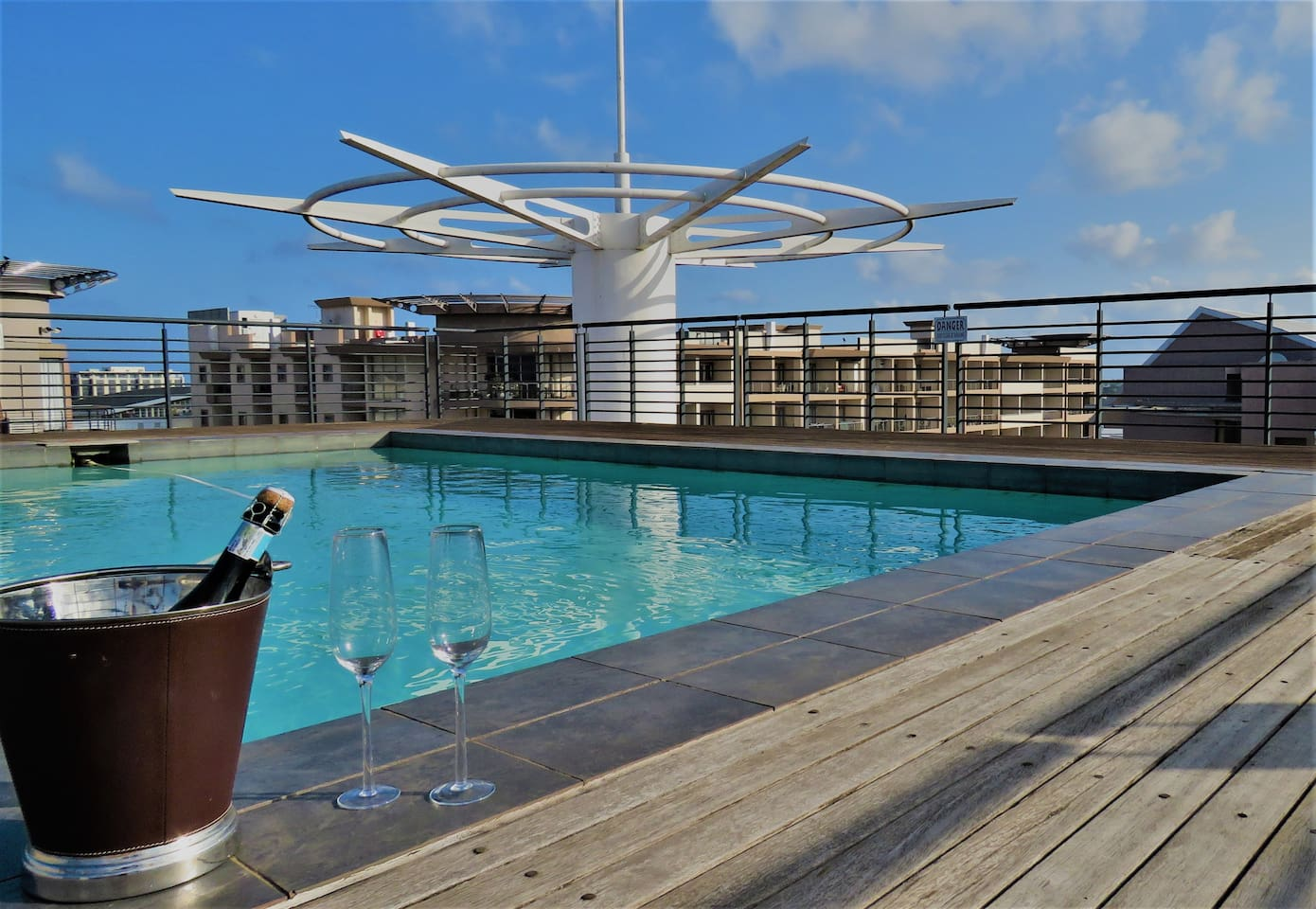 The gorgeous roof terrace pool is the perfect place to relax in the sun and enjoy a refreshing swim. The roof also has braai (BBQ) facilities so you can entertain in style with awesome views.