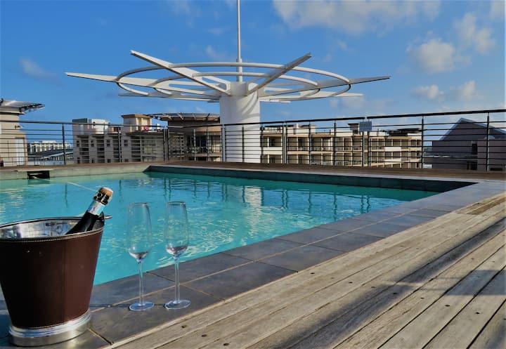 Stylish 2-bed in Umhlanga - rooftop pool!