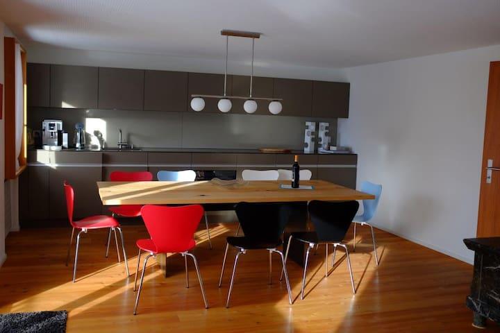 UnderDach herrliches Ferienhaus in Andermatt - Andermatt - Casa