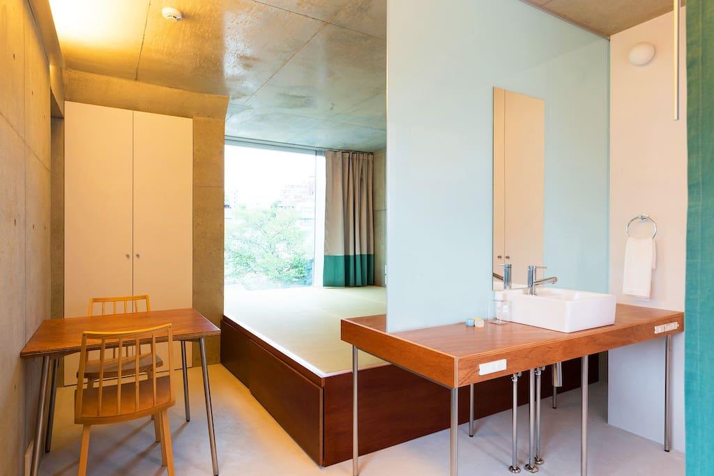 Open Tatami Room with Dining Table / Photo by Kai Nakamura