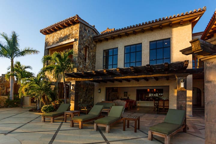 Stunning Ocean Views. Private pool and spa with swim up Palapa Bar.