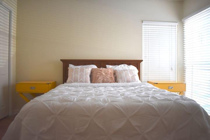 Modern Cozy Room - Nashville Bellemeade