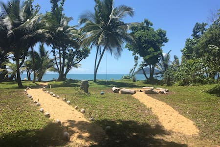 ABSOLUTE BEACHFRONT!! Large House - Wongaling Beach