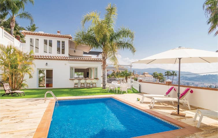 Holiday cottage with 3 bedrooms on 125m² in Almuñecar
