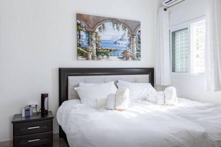 Cozy Modern apartment in RBS A