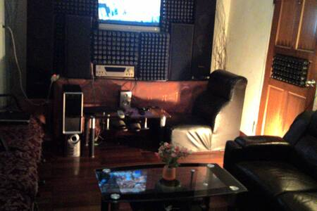 Charming style room  guest free ktv - House