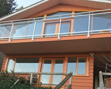 Deep Cove Semi Water Front Luxury Entire Home/Apt - North Vancouver - Haus