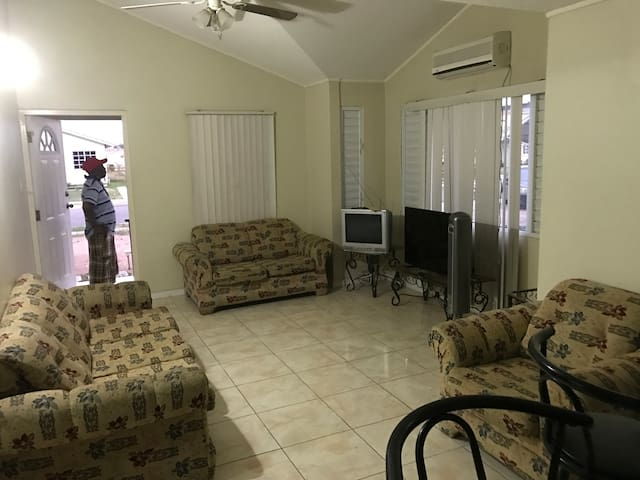 Portmore Country Club-B Place - Portmore - House