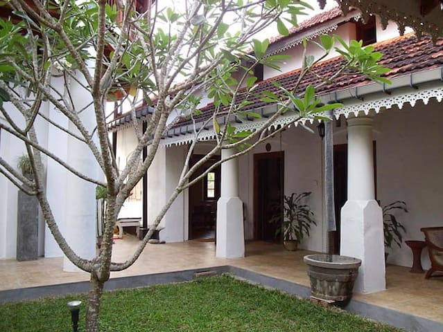Home like No Other...Robinhill - Matara - Bed & Breakfast