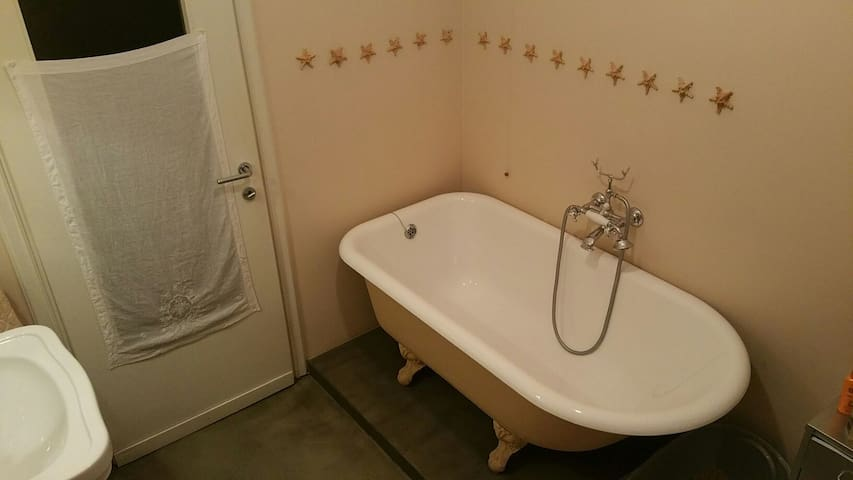 Bathroom 2 with shower in  bathtub