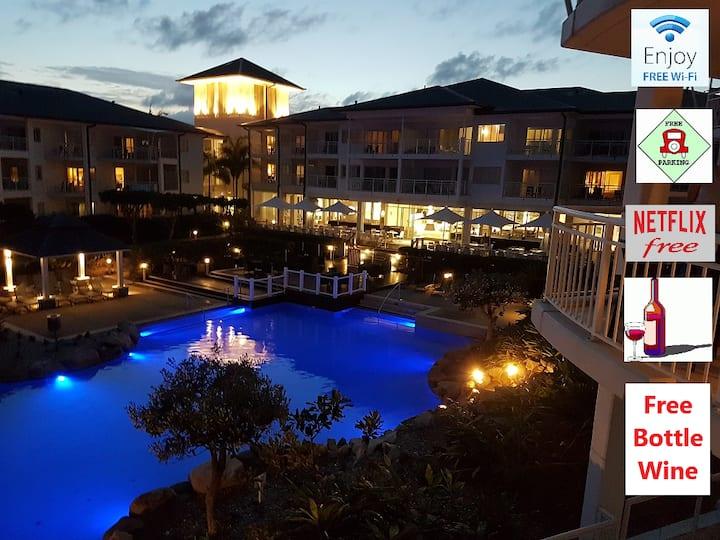 * Kingscliff Hotel Room*Ocean/ Pool View*Free WiFI