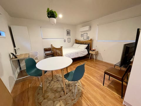 Cosy Comfortable Private Unit / 10 Drive to Hobart