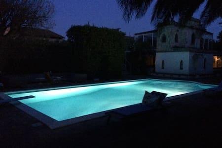 Villa Guelfi - Appartamento sul parco con piscina - Cascina