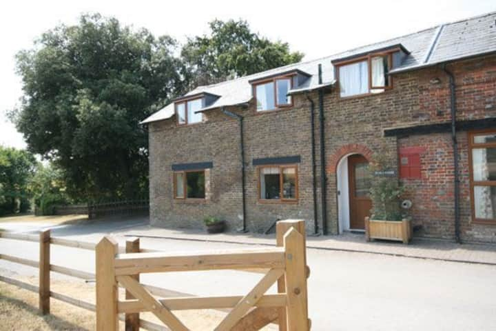 Town Farm Cottage - a three bedroom barn conversion with 2 bathrooms, free parking and wi-fi