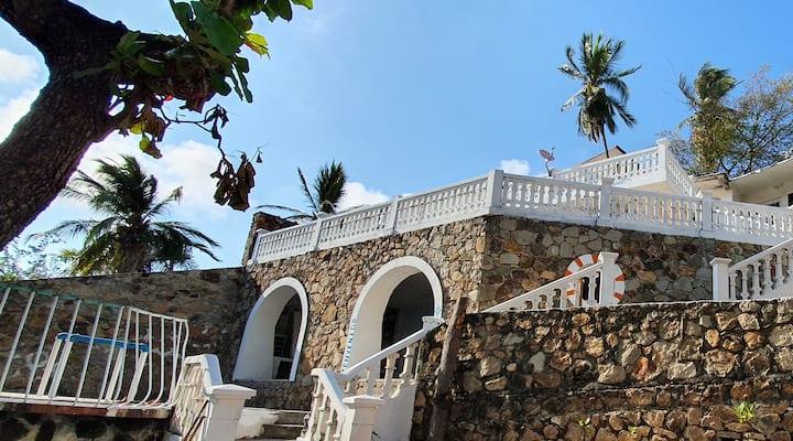 Casa empedrada con vista al mar (1 cama queen)