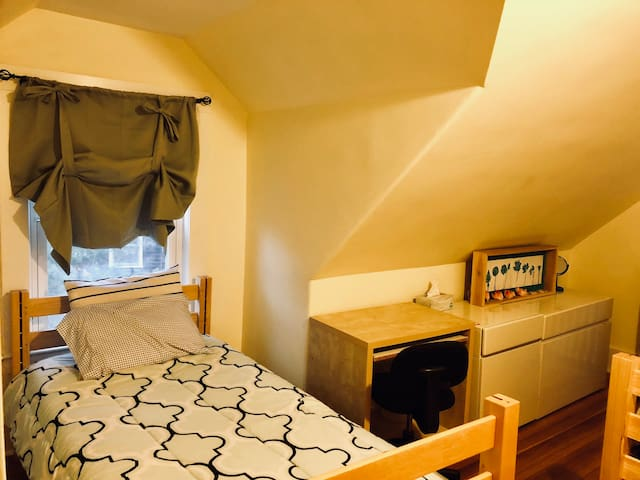 Affordable  Room  - near Wellesley Square