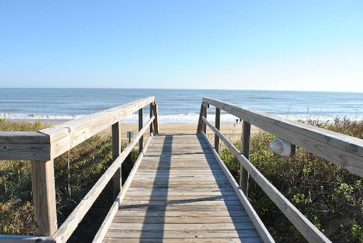 Oceanfront Condo Sleeps 4