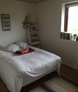 Værelse med bad i pæn Villa - Gråsten - Bed & Breakfast