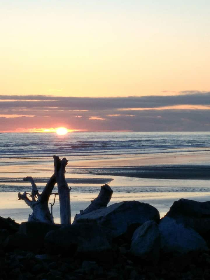 North Cove WA  Cabin  Ocean Breeze Extended  stays