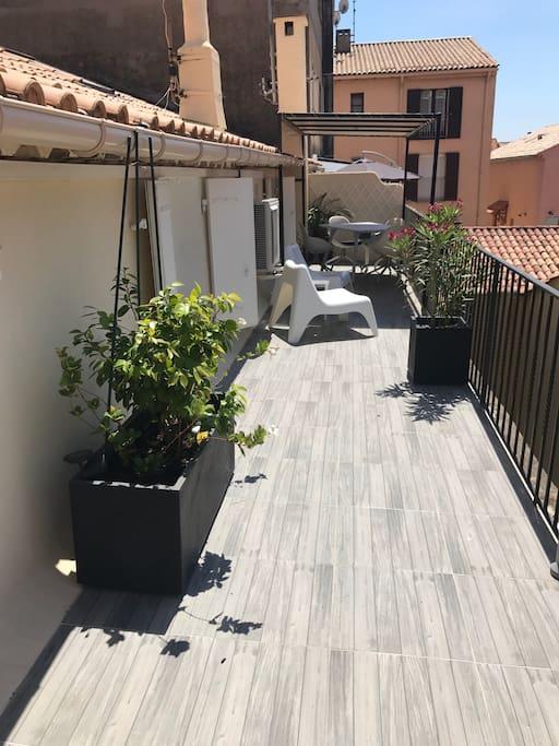 Terrasse  22 m2 couverte sur une partie Barbecue gaz